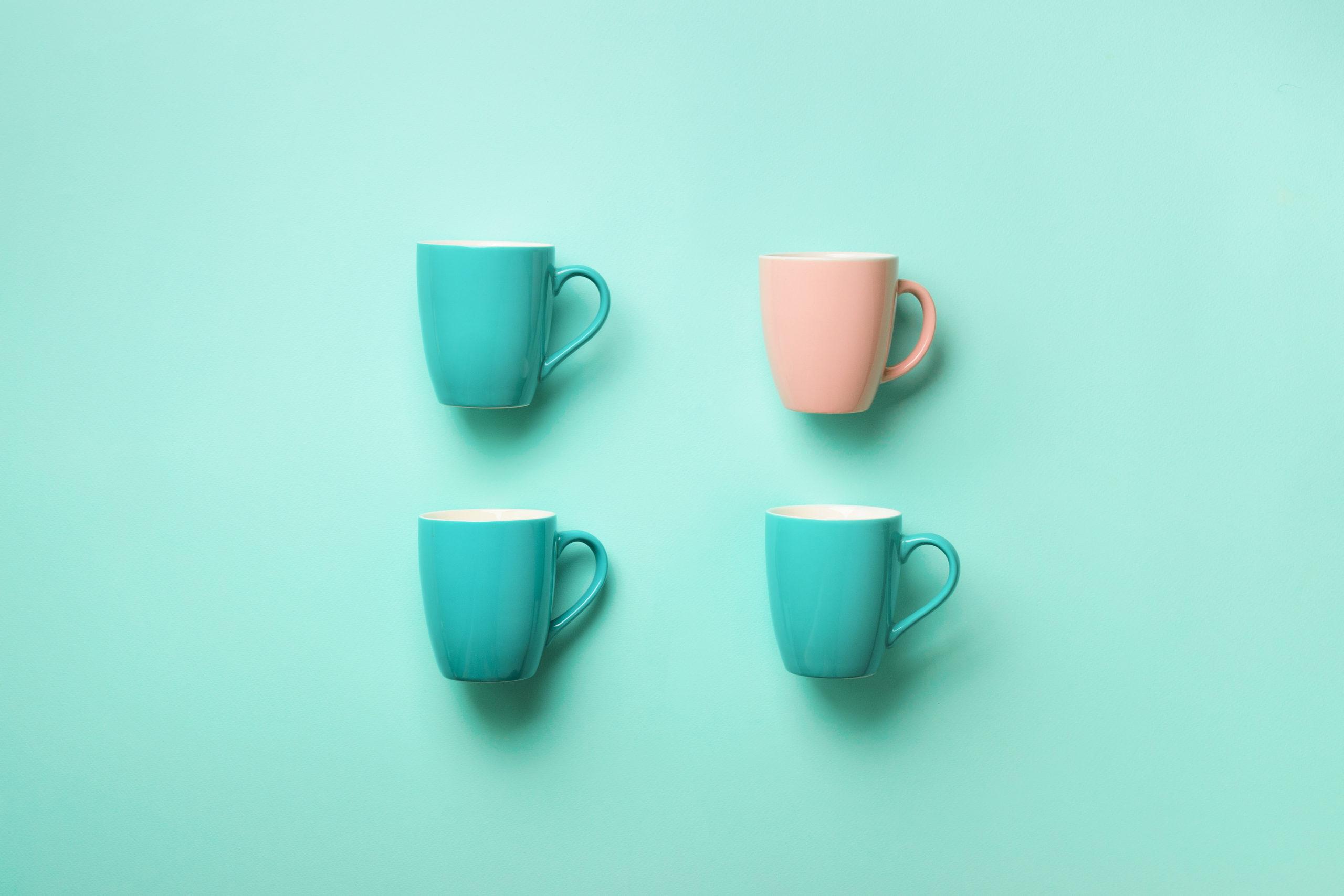 tazas-cafe-fondo-turquesa